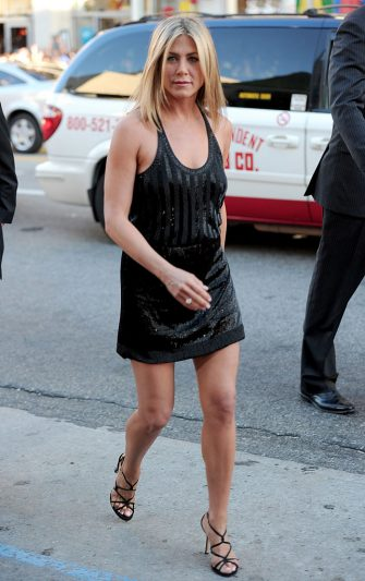 """HOLLYWOOD, CA - JUNE 30:  Actress Jennifer Aniston arrives at the premiere of Warner Bros. Pictures' """"Horrible Bosses"""" at Grauman's Chinese Theatre on June 30, 2011 in Hollywood, California.  (Photo by Alberto E. Rodriguez/Getty Images)"""