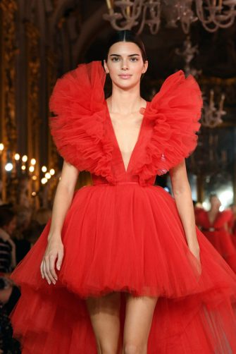 ROME, ITALY - OCTOBER 24: Kendall Jenner walks the runway during the Giambattista Valli Loves H&M show on October 24, 2019 in Rome, Italy. (Photo by Daniele Venturelli/Daniele Venturelli/WireImage )