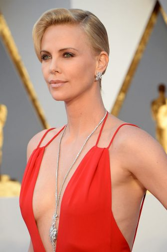 HOLLYWOOD, CA - FEBRUARY 28:  Charlize Theron attends the 88th Annual Academy Awards at Hollywood & Highland Center on February 28, 2016 in Hollywood, California.  (Photo by Kevin Mazur/WireImage)
