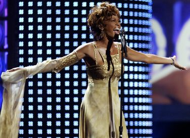 epa000276113 Singer Whitney Houston performs at the 2004 World Music Awards Wednesday 15 September 2004, at the Thomas and Mack Arena in Las Vegas. The two-hour show honoring the world's best-selling recording artists was broadcast live on ABC throughout the United States, Mexico and Canada and taped for a worldwide broadcast to more than 150 countries.  EPA/BRENDAN MCDERMID