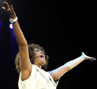 epa03101978 A picture made available on 12 February 2012 shows US singer Whitney Houston performing on stage during a concert in Zurich, Switzerland, 09 May 2010. Pop singer and actress Whitney Houston has died at age 48 of unknown causes, on the eve of the Grammy Awards, media reported 12 February 2012. Marc Rosen, a lieutenant with the Beverly Hills police department, confirmed her death at 3:55 pm (2355 GMT) in a fourth-floor room at the Beverly Hills Hilton hotel. He said police received the call at 3:23 pm. She was pronounced dead 30 minutes later after hotel security and rescue officials were unable to resuscitate her.  EPA/WALTER BIERI EDITORIAL USE ONLY, NO SALES,