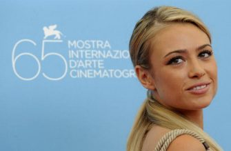 """Italy's actess Martina Stella poses during the photocall of the movie """"Il Seme della Discordia"""" directed by Italy's Pappi Corsicato at the 65th Venice International Film Festival in Venice Lido on September 5, 2008. """"Il Seme della Discordia"""" is presented in competition for the Golden Lion Award.     AFP PHOTO / DAMIEN MEYER (Photo credit should read DAMIEN MEYER/AFP via Getty Images)"""