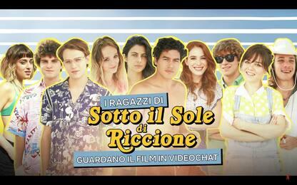 Sotto il sole di Riccione: il cast commenta il film in chat. VIDEO