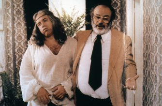 CARLO VERDONE: I 60 ANNI DI UN FREGOLI MODERNO / SPECIALE. Un altro personaggio celebre, quello del ''bambino di Dio'', nel suo primo film di successo, ''Un sacco bello''.