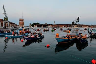Barch-in, a Venezia il primo cinema drive-in sull'acqua con le barche