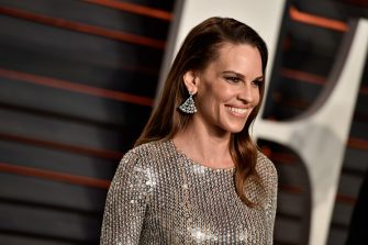 BEVERLY HILLS, CA - FEBRUARY 28:  Actress Hilary Swank attends the 2016 Vanity Fair Oscar Party Hosted By Graydon Carter at the Wallis Annenberg Center for the Performing Arts on February 28, 2016 in Beverly Hills, California.  (Photo by Pascal Le Segretain/Getty Images)