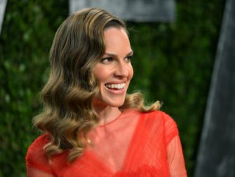 WEST HOLLYWOOD, CA - FEBRUARY 24:  Actress Hilary Swank arrives at the 2013 Vanity Fair Oscar Party hosted by Graydon Carter at Sunset Tower on February 24, 2013 in West Hollywood, California.  (Photo by Alberto E. Rodriguez/WireImage)