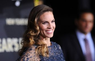 HOLLYWOOD, CA - DECEMBER 05:  Actress Hilary Swank  arrives at the premiere of Warner Bros. Pictures' 'New Year's Eve' at Grauman's Chinese Theatre on December 5, 2011 in Hollywood, California.  (Photo by Jason Merritt/Getty Images)
