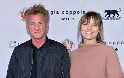 """Sean Penn conferma di aver sposato Leila George: """"Nozze covid"""""""