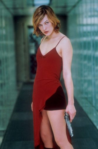 Jan 01, 2002; Hollywood, California, USA; Actress MILLA JOVOVICH as Alice in the movie 'Resident Evil' directed by Paul Anderson III.Mandatory Credit: Photo by R.Konow/Screen Gems/ZUMA Press.(©) Copyright 2002 by Courtesy of Screen Gems