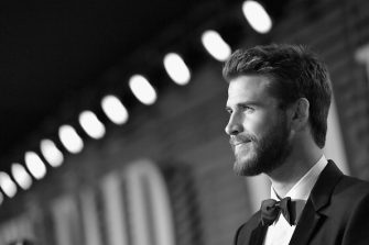 BEVERLY HILLS, CA - MARCH 04:  (EDITORS NOTE: Image has been converted to black and white.) Chris Hemsworth attends the 2018 Vanity Fair Oscar Party hosted by Radhika Jones at Wallis Annenberg Center for the Performing Arts on March 4, 2018 in Beverly Hills, California.  (Photo by Mike Coppola/VF18/Getty Images for VF)