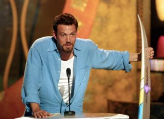LOS ANGELES, CA - AUGUST 12:  US actor Ben Affleck accepts the Choice Movie Actor Award at the taping of the Teen Choice 2001 Awards at the Universal Amphitheater 12 August, 2001 in Los Angeles, California. The awards will air 20 August, 2001.  (Photo credit should read FREDERICK M. BROWN/AFP via Getty Images)