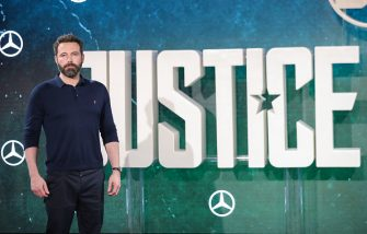 LONDON, ENGLAND - NOVEMBER 04:  Ben Affleck during the 'Justice League' photocall at The College on November 4, 2017 in London, England.  (Photo by Mike Marsland/Mike Marsland/WireImage)