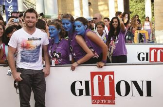 Actor Sam Worthington poses with the fans during Giffoni Experience 2010 on July 28, 2010 in Giffoni Valle Piana, Italy. *** Local Caption *** Sam Worthington