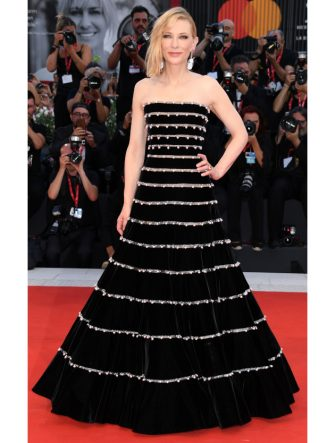 """VENICE, ITALY - AUGUST 31:(EDITORS NOTE: Retransmission with alternate crop.)  Cate Blanchett walks the red carpet ahead of the """"Joker"""" screening during the 76th Venice Film Festival at Sala Grande on August 31, 2019 in Venice, Italy. (Photo by Daniele Venturelli/WireImage,)"""