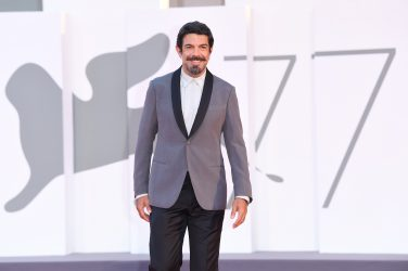 """VENICE, ITALY - SEPTEMBER 04: Pierfrancesco Favino walks the red carpet ahead of the movie """"Padrenostro"""" at the 77th Venice Film Festival at  on September 04, 2020 in Venice, Italy. (Photo by Daniele Venturelli/WireImage,)"""