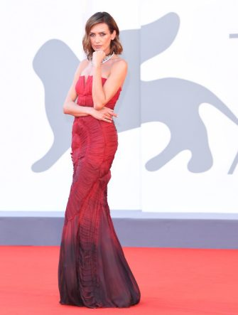 """VENICE, ITALY - SEPTEMBER 04: Nieves Alvarez walks the red carpet ahead of the movie """"Padrenostro"""" at the 77th Venice Film Festival at  on September 04, 2020 in Venice, Italy. (Photo by Daniele Venturelli/WireImage,)"""