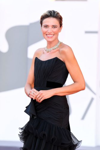 """VENICE, ITALY - SEPTEMBER 04: Anna Foglietta walks the red carpet ahead of the movie """"Padrenostro"""" at the 77th Venice Film Festival at  on September 04, 2020 in Venice, Italy. (Photo by Daniele Venturelli/WireImage,)"""