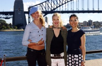 SYDNEY, AUSTRALIA - JUNE 05: (L-R) Actors Cameron Diaz, Drew Barrymore and Lucy Liu after a press conference to promote their latest film 'Charlie's Angels: Full Throttle' at the Sydney Opera House on June 05, 2003 in Sydney, Australia. (Photo by Peter Carrette Archive/Getty Images)