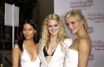 "HOLLYWOOD, CA - JUNE 18:    Actresses Lucy Liu (L), Drew Barrymore and Cameron Diaz (R) attend the premiere of Columbia Pictures' film ""Charlie's Angels 2: Full Throttle"" at the Grauman's Chinese Theatre June 18, 2003 in Hollywood, California.  The film will be released nationwide June 27, 2003.  (Photo by Robert Mora/Getty Images)"