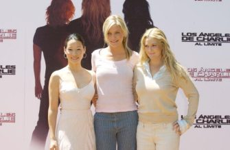 MADRID, SPAIN - JULY  2:  Lucy Liu (L-R),  Cameron  Diaz, and Drew Barrymore attend the Spanish promotional photocall for Charlie's Angels July 2, 2003 at Villamagna Hotel in Madrid, Spain. (Photo by Carlos Alvarez/Getty Images)