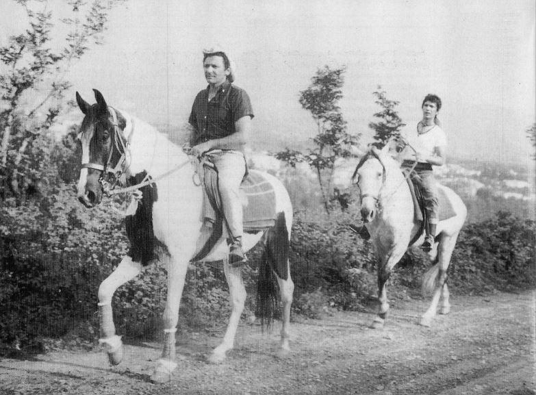 Mogol e Lucio Battisti viaggiano a cavallo nell'estate del 1970