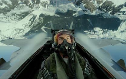 Tom Cruise riceve una licenza da aviatore onoraria per Top Gun