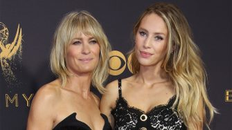 LOS ANGELES, CA - SEPTEMBER 17: (L-R) Robin Wright and daughter Dylan Frances Penn arrive at the 69th Annual Primetime Emmy Awards at Microsoft Theater on September 17, 2017 in Los Angeles, California. (Photo by Dan MacMedan/Getty Images)