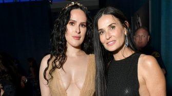 BEVERLY HILLS, CALIFORNIA - FEBRUARY 09: (L-R) Rumer Willis and Demi Moore attend the 2020 Vanity Fair Oscar Party hosted by Radhika Jones at Wallis Annenberg Center for the Performing Arts on February 09, 2020 in Beverly Hills, California. (Photo by Emma McIntyre /VF20/WireImage)