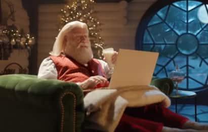 John Travolta e Samuel L. Jackson ancora insieme in uno spot di Natale