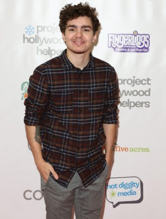 LOS ANGELES, CA - DECEMBER 09:  Elliot Fletcher at Project Hollywood Helpers at Skirball Cultural Center on December 9, 2017 in Los Angeles, California.  (Photo by Tasia Wells/Getty Images)