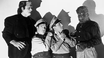 Photo ID - 25421, Year - 1948, Film Title - ABBOTT AND COSTELLO MEET FRANKENSTEIN, Director - CHARLES T BARTON, Studio - UNIV, Keywords - 1948, BUD ABBOTT, CHARLES T BARTON, LON CHANEY JR, CHARACTER, COMEDY (SLAPSTICK), LOU COSTELLO, HORROR (COMEDY), GLENN STRANGE, WOLF MEN