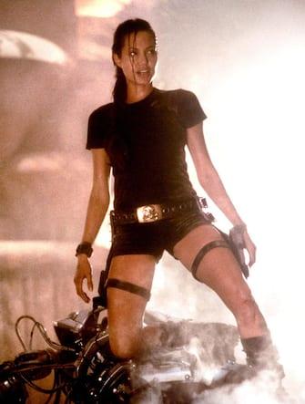 © ABACA. NO CREDIT. 22474-6. USA, 2001. Tomb Raider, directed by Simon West. Angelina Jolie (Lara Croft )