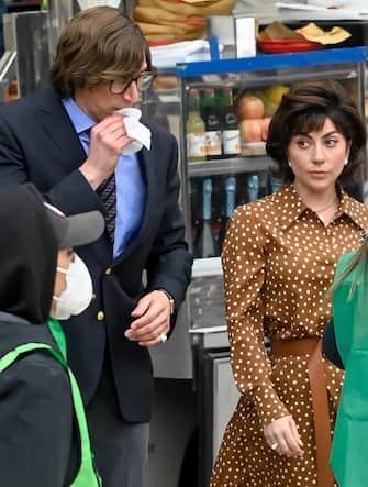 Milano, Lady Gaga sul set film La casa di Gucci piazza Duomo Lady Gaga e Adam Driver sul set  del film La casa di Gucci, diretto da Ridley Scott. Nella foto: Lady Gaga e Adam Driver