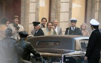 US actor Al Pacino (C) stands in Via Condotti on the set during the shooting of the film 'House of Gucci' in Rome, Italy, 22 March 2021. The upcoming biopic crime movie directed by British filmmaker Ridley Scott is based on the 2001 book 'The House of Gucci: A Sensational Story of Murder, Madness, Glamor, and Greed' by Sara Gay Forden. ANSA/MASSIMO PERCOSSI