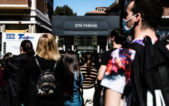 "Fans wait outside the set of the film ""House of Gucci"" by director Ridley Scott, set up in the ""Zita Fabiani"" fashion store in the Talenti district in Rome, Italy, 31 March 2021. ANSA/ANGELO CARCONI"