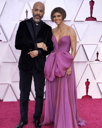 LOS ANGELES, CALIFORNIA â   APRIL 25: (L-R) Van Hunt and Halle Berry attend the 93rd Annual Academy Awards at Union Station on April 25, 2021 in Los Angeles, California. (Photo by Chris Pizzello-Pool/Getty Images)