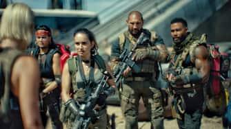 ARMY OF THE DEAD - (L-R) NORA ARNEZEDER as LILLY, SAMANTHA WIN as CHAMBERS, ANA DE LA REGUERA as CRUZ, DAVE BAUTISTA as SCOTT WARD and OMARI HARDWICK as VANDEROHE. Cr: NETFLIX © 2021