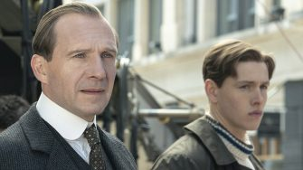 (L-R) Ralph Fiennes as Oxford and Harris Dickinson as Conrad in 20th Century Studios' THE KING'S MAN. Photo credit: Peter Mountain. © 2020 Twentieth Century Fox Film Corporation. All Rights Reserved.