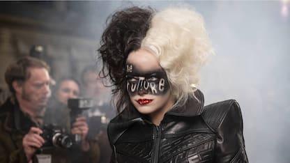 Crudelia, tutti i look di Emma Stone nei panni di Cruella