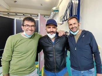Checco Zalone si vaccina nella sua Capurso: la foto su Facebook