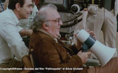 fellinopolis-03-Fellini_megafono