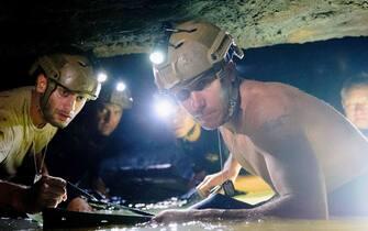 The Cave – Acqua alla gola