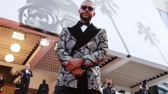 """Dutch football player Memphis Depay arrives for the screening of the film """"France"""" at the 74th edition of the Cannes Film Festival in Cannes, southern France, on July 15, 2021. (Photo by Valery HACHE / AFP) (Photo by VALERY HACHE/AFP via Getty Images)"""