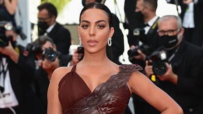"Cannes 2021, Georgina Rodriguez sul red carpet del film ""France"""