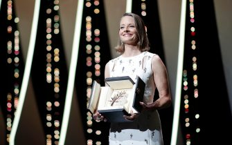 epa09326537 Jodie Foster receives the Palme d'Or, the Lifetime Achievement Award, during the Opening Ceremony of the 74th annual Cannes Film Festival, in Cannes, France, 06 July 2021. The festival runs from 06 to 17 July.  EPA/IAN LANGSDON
