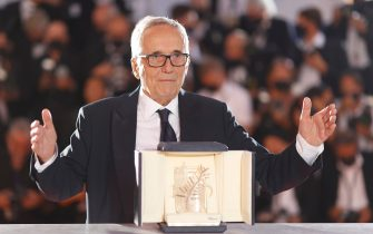 epa09351037 Italian director Marco Bellocchio poses with the 'Honorary Palme d'or' during the Winners Photocall of the 74th annual Cannes Film Festival, in Cannes, France, 17 July 2021. The Golden Palm winning movie will be screened after the closing ceremony.  EPA/IAN LANGSDON
