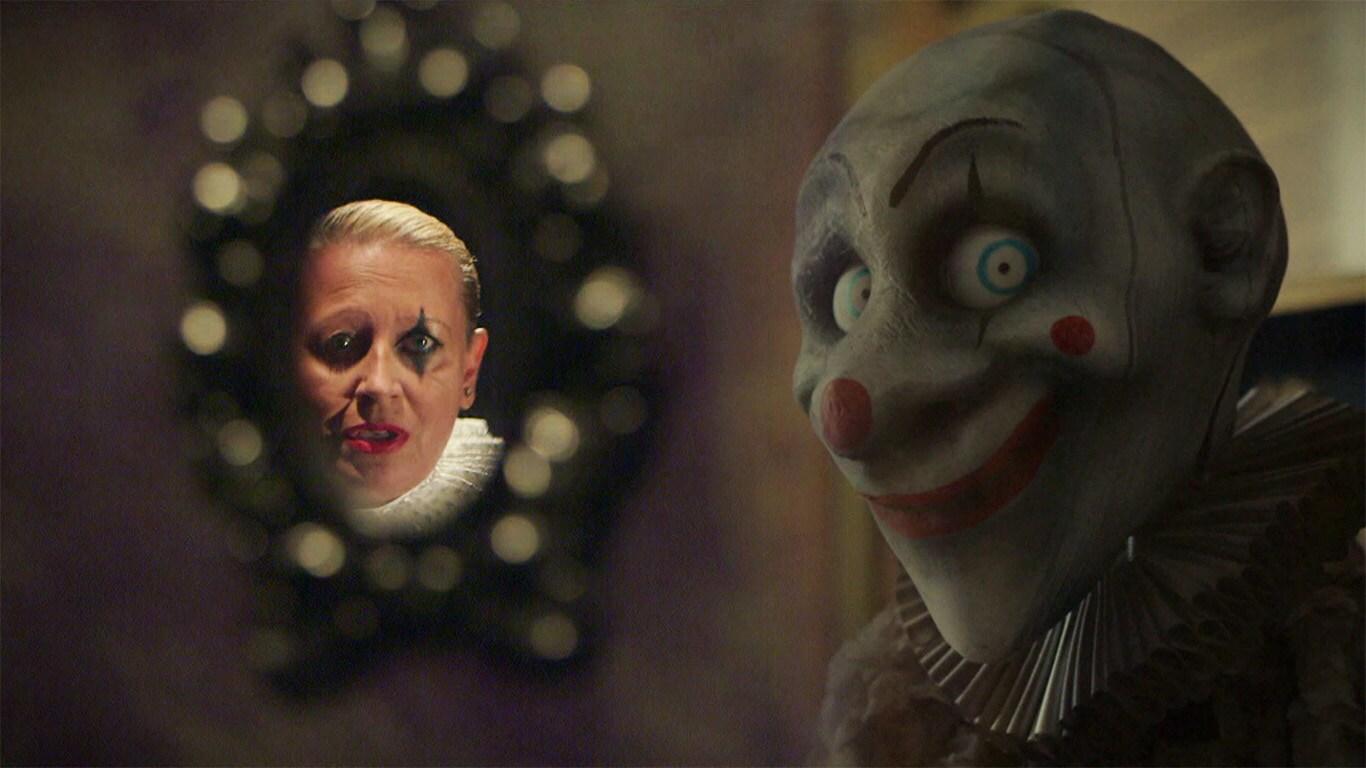 Mrs Paura canta Send in The The Clown