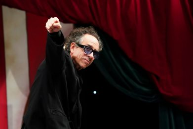Tim Burton compie 63 anni: 10 curiosità sul regista di Burbank