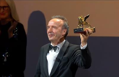 Festival di Venezia, apre Almodóvar, premiato Benigni
